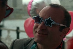 Bob Hoskins showing his fashion savvy in Mona Lisa